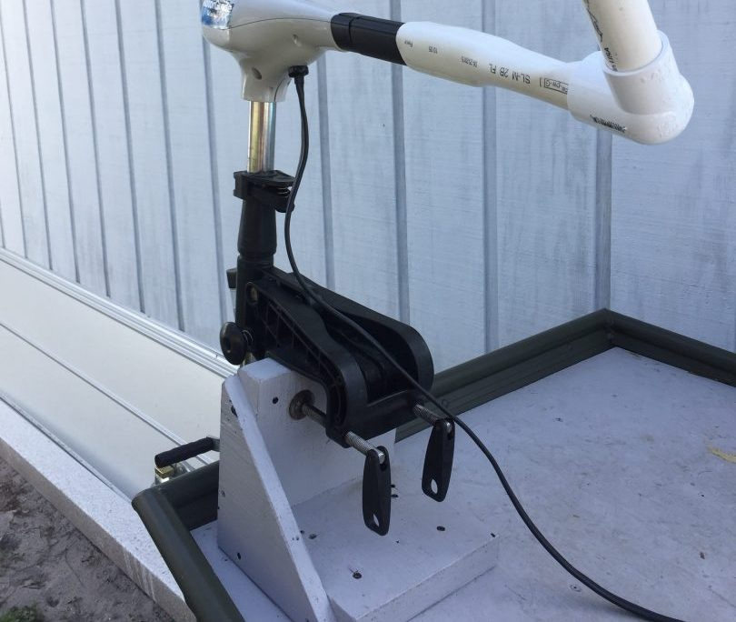 Transom mount trolling motor bow bracket
